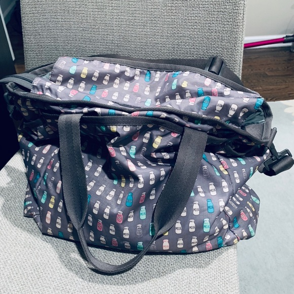 09d78d5e4 Lesportsac Handbags - LeSportSac Ryan Diaper Bag - with milk bottles!